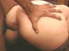 Razlozhil i trahaet ee v anal na divane