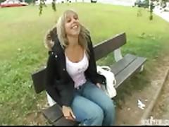 Seks na publike s moloden'koj