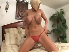 Мемфис Монро (Memphis Monroe) мастурбирует