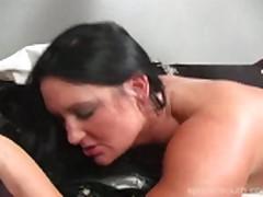 Holii masturbiruet so svoej podrugoj