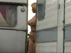 Fleshing na ulice ... i seksual'nye damy v sapogah i plat'jah