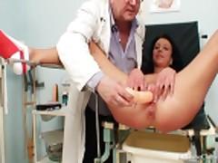 Masturbacija predmetami vmeste s moloden'koj
