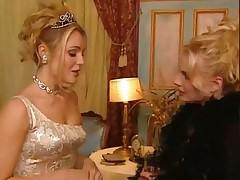 Экстравагантная блондинка - после вечеринки