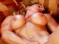 Клевые сиськи мускулистой дамы