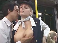 Стуардесса дрочит в автобусе незнакомцу