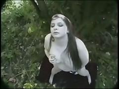 Мастурбация в лесу