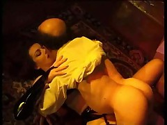 Джессика Риззо с карликом