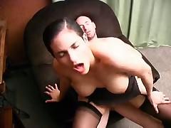 Француженка с большими дойками и волосатой пиздой
