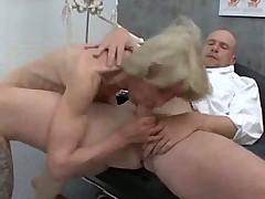 Старуху трахнул опытный гинеколог