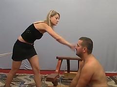 Девушки наказывают мужика