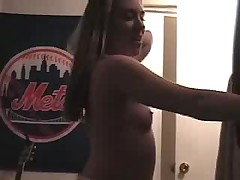 Молоденькая потанцевала перед камерой
