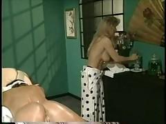 Началось с массажа