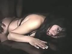 Латинская проститутка трахается ночью