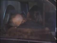 Итальянка работает у машины