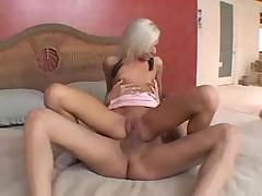 Шикарная блондинка трахается