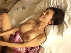 Уломали японку на жесткий секс