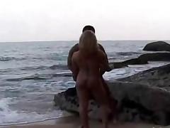 Латиноамериканка в прибое