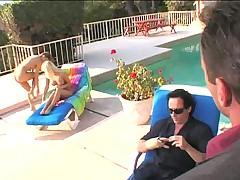 Прекрасные лесбиянки у бассейна