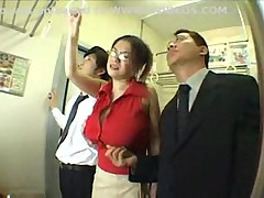 Клип секс в автобусе, лесбиянки группой затрахали до диких оргазмов брюнетку